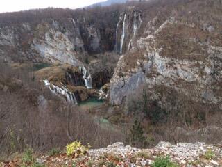 Müde, wir spüren alle Knochen, aber erfüllt von wunderschönen Eindrücken… Plitviča Jezera